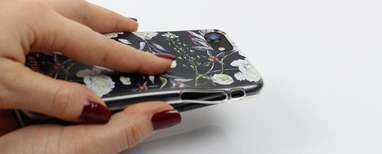 krok 3 jak założyć etui na telefon