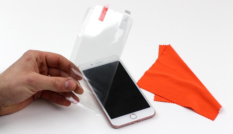 jak założyć folię ochronną na telefon - krok pierwszy
