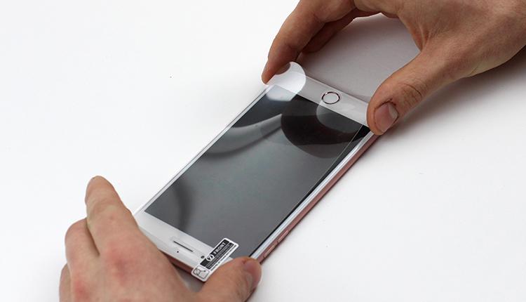 jak założyć folię ochronną na telefon - krok piąty