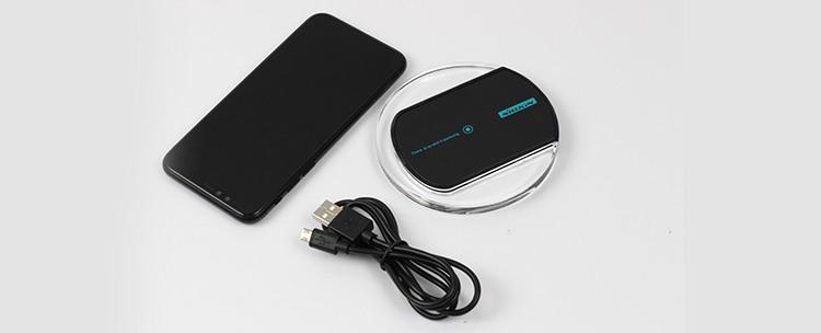 ładowarka indukcyjna i zasilający kabel USB